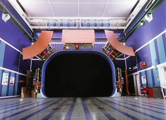 Soundproofing for wind tunnels
