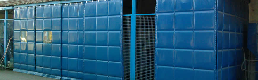 Soundproofing panels made of plastic material